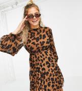 ASOS DESIGN Maternity - Højhalset skater-minikjole med plisseringer og dyreprint-Multifarvet